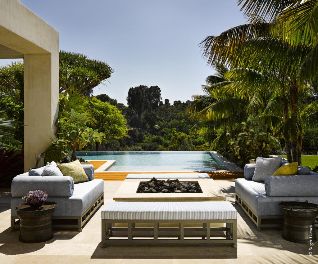 La piscine et le foyer extérieur de la résidence Sperber à Point Dume Malibu