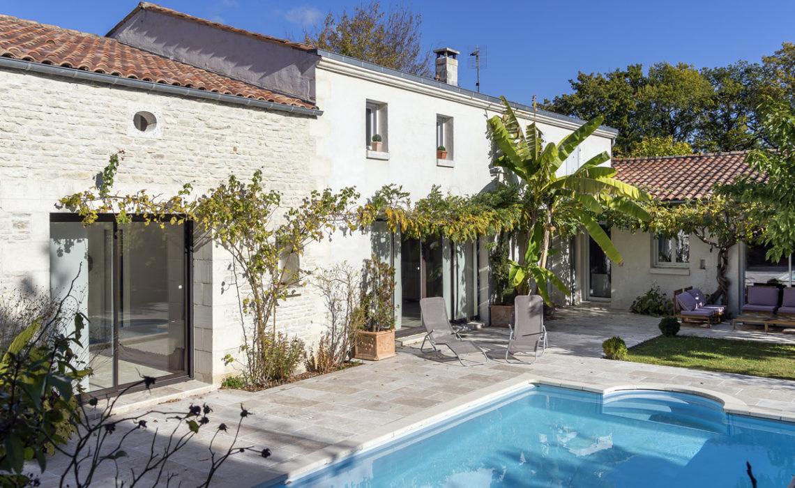 Maison et Jardin Magazine vue générale de la maison avec piscine