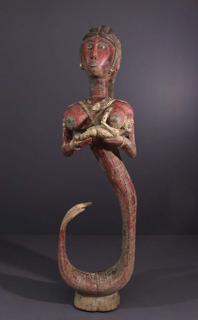 Grande statues baga yombofisa de la divinité Mami Wata