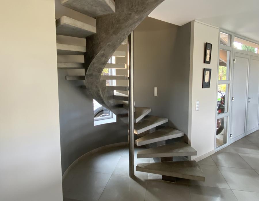 escalier sur un limon central débillardé