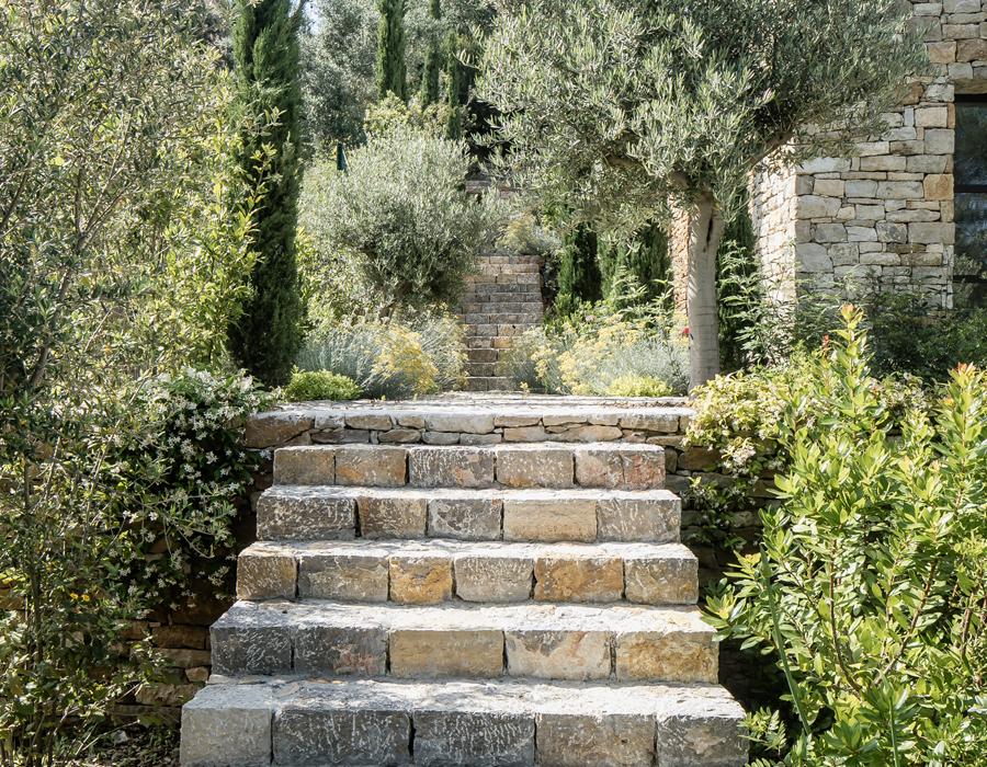 escaliers du jardin de la villa contemporaine Casa Vara