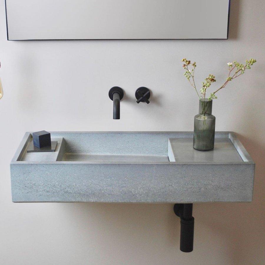 Lave-main en béton et robinetterie noire
