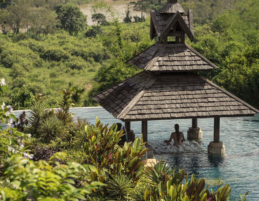 Piscine de l'hôtel Anantara Golden Triangle Elephant Camp & Resort