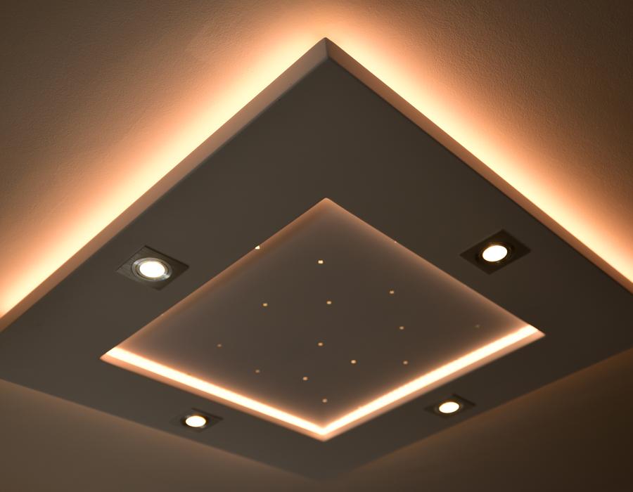 Le plafonnier LED Luminnove en gold