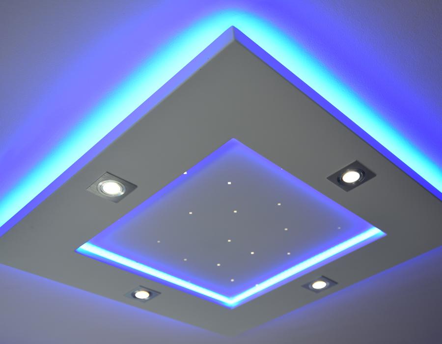 Le plafonnier LED Luminnove en turquoise