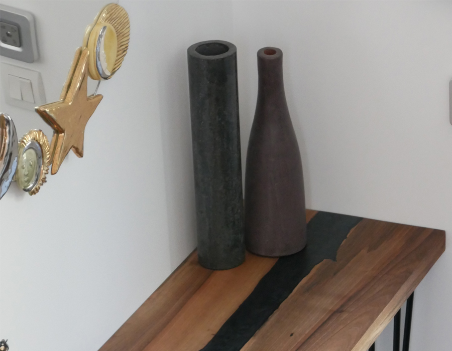 Table bois et résine de la collection de meubles sur mesure de Bakoby