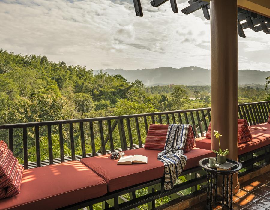 Terrasse d'une des chambres de l'hôtel Anantara Golden Triangle Elephant Camp & Resort