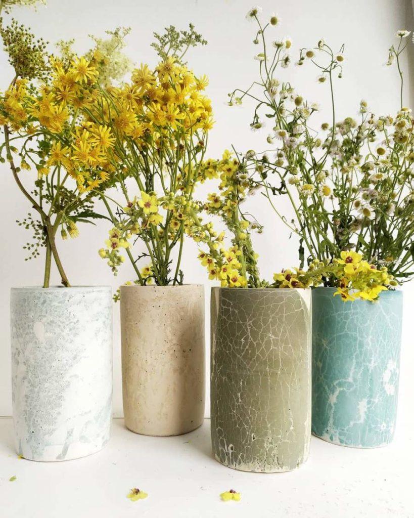 Une déco en béton avec ces vases de chez Concrete Hill