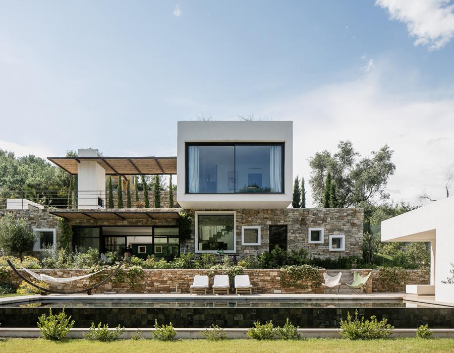 La vue extérieure de la villa contemporaine Casa Vara