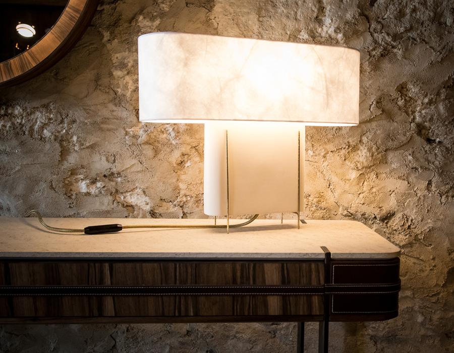 Console et luminaire de la collection Erige