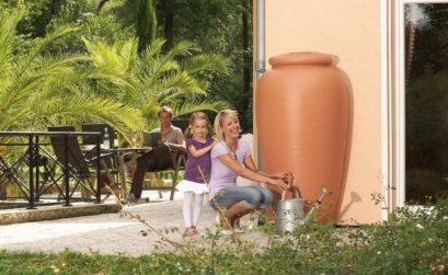 Un récupérateur d'eau pour récolter la précieuse eau de pluie