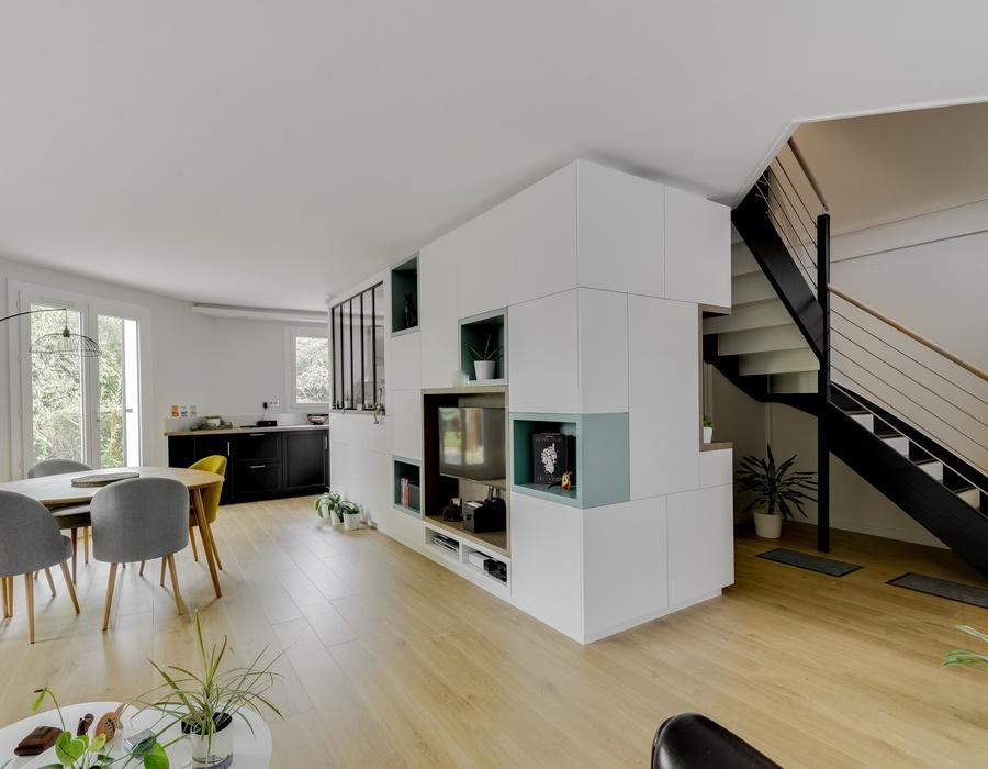 meuble tele et escalier