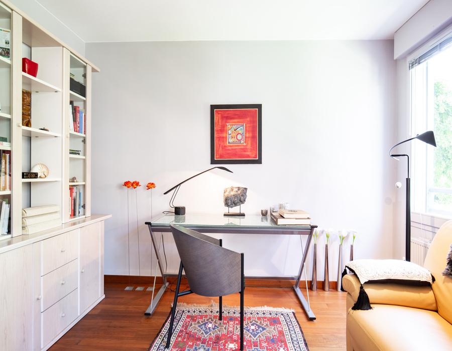 piece bureau table avec chaise