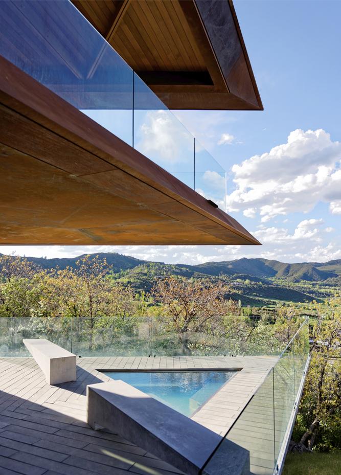 coin piscine sur la terrasse