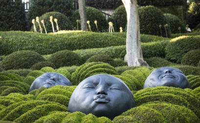 Visages décor contemporain se mélangeant à la nature