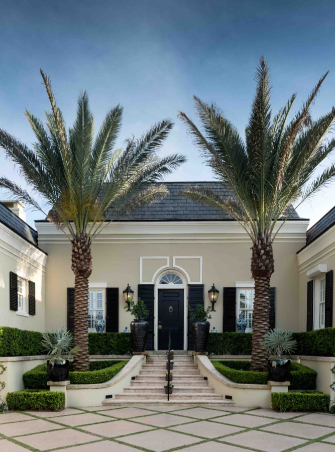 Maison Blanche avec deux palmiers