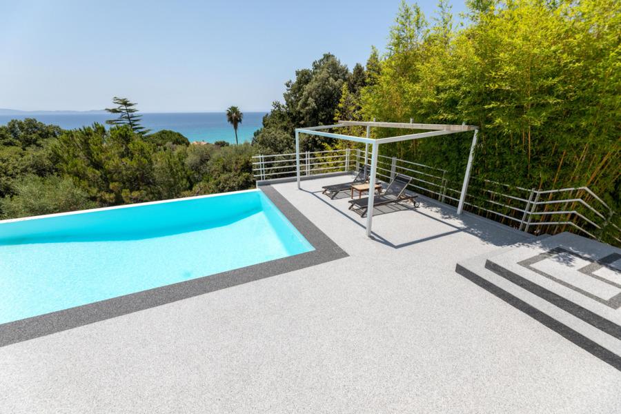 revêtement sol extérieur avec piscine