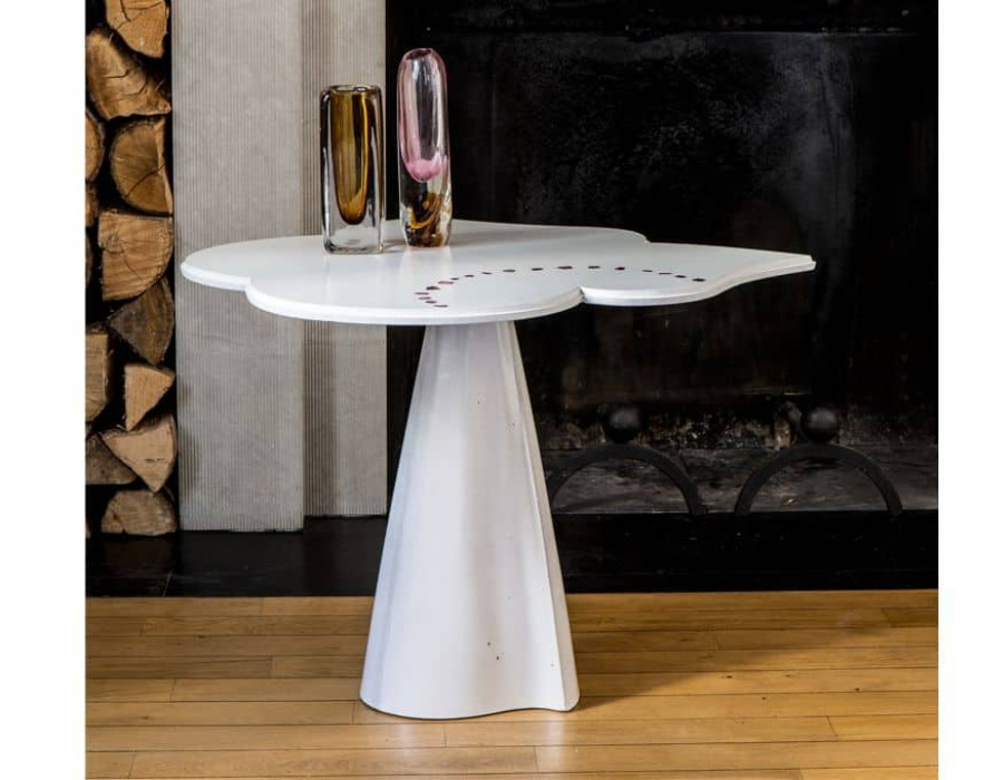 table en forme de trefle blanche