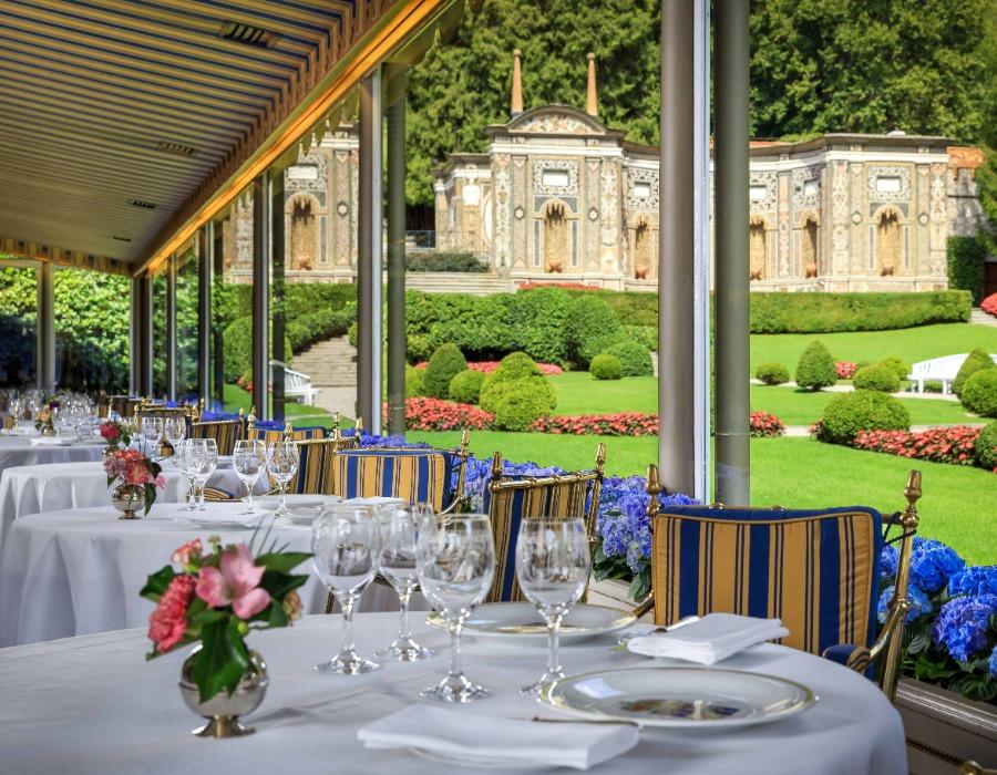 Restaurant depuis la veranda donnant sur les jardins de l'Hotel du Lac de Come, Villa d'Este
